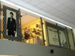 Баннер и пленка в витрине магазина