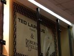Баннер в витрине со потайными утяжелителями и подвесом