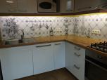 Фартук для кухни из оргстекла со стыковкой изображения по углу и вырезами под розетки